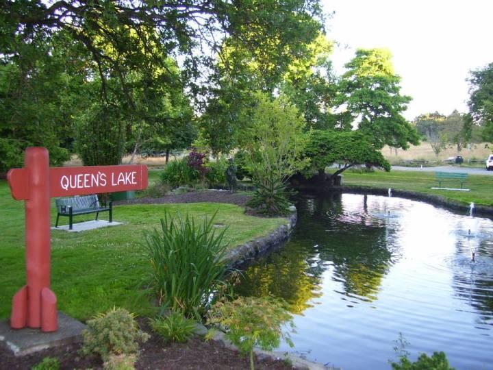 Queen's Lake